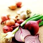 Сік цибулі та часнику, їх користь і властивості